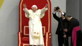 Video : 5 arrested over alleged threat to Pope during UK visit