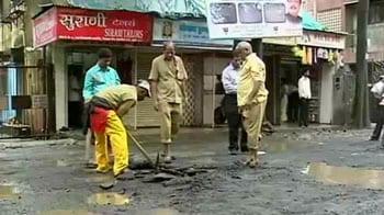 Video : Mumbai: Key road caves in