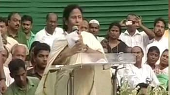 Video : Train collision: Mamata, Left trade blame