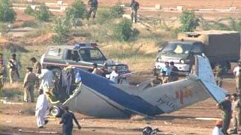 Video : Karachi: 22 killed in plane crash