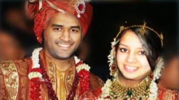 Video : शादी के बंधन में बंधे धोनी और साक्षी