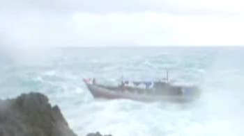 Video : Boat packed with asylum seekers sinks off Australia