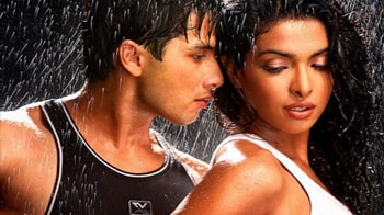 Video : Love is in the air for Priyanka, Shahid?
