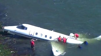 Video : Executive jet skids off runway into sea