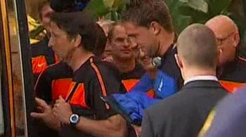 Video : Dutch team leaves for final training session