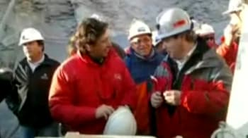 Video : Chile: 33 miners trapped underground for 17 days found alive