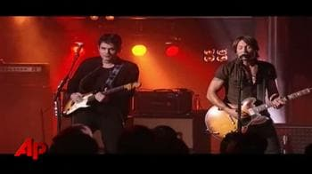 John Mayer, Keith Urban trade guitars for 'Crossroads'