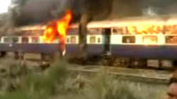 Video : 14 young men riding on train roofs die