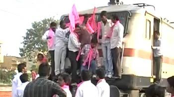 Video : Telangana bandh leads to huge train delays