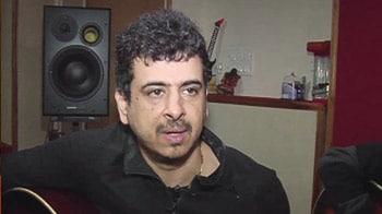 Palash Sen dedicates a song to the PM
