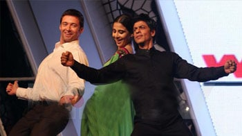 Hugh matches steps with SRK