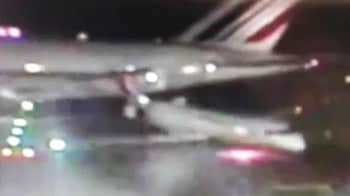 """Video : """"Attention all emergency trucks we've been hit by an aircraft"""""""