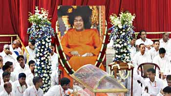 Video : Ten priests will conduct Sai Baba's final rites