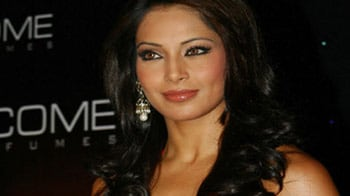 Video : Bipasha detained at Mumbai airport