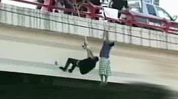 Video : Teen survives being shot, dangled from bridge