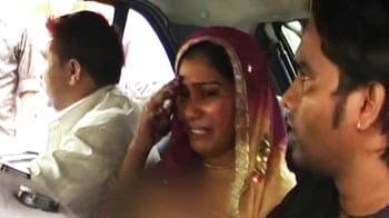 Video : Locked in car, 5-yr-old dies of suffocation