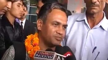 Video : Reunited - Indian sailors from Suez meet families at airport