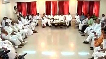 Video : Telangana crisis: 10 Congress MPs quit, 48-hour bandh called