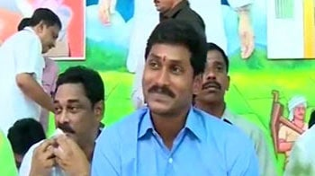 Video : Congressmen in Andhra Pradesh take Jagan's oath
