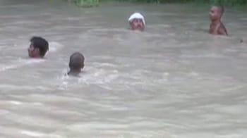 Video : नाले में डूबकर चार बच्चों की मौत