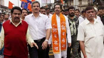 Video : Uddhav, Raj Thackeray march for same cause in Mumbai