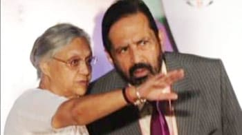 Video : BJP says Sheila must resign, she calls Cabinet meeting