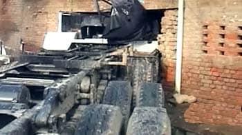 Video : घर में घुसा ट्रक, 2 मरे