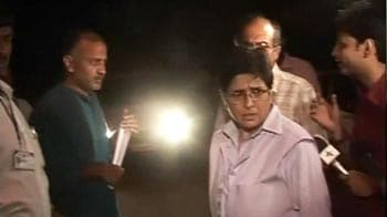 Video : Anna aides meet Delhi Police Commissioner
