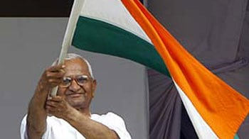 Video : Anna advisors urge him to end fast, Lokpal debate begins today