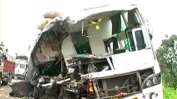 Video : रांची के पास भीषण हादसा, 20 मरे