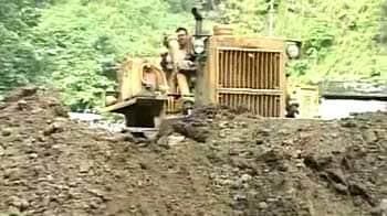 Video : Sikkim earthquake: Rain, landslides hamper rescue work