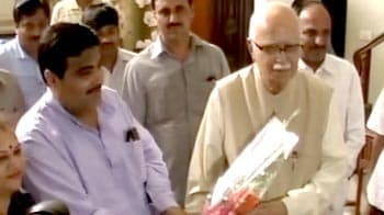 Video : Advani meets Gadkari in Nagpur, discuss rath yatra