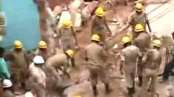 Video : Bangalore marriage hall collapses, teen girl dies