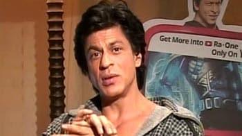Video : Badshah SRK turns marketing guru!