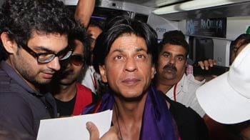 Video : Shah Rukh rides the Metro in Delhi