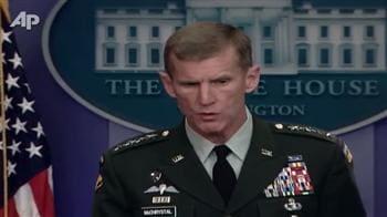 Video : Obama sacks Gen McChrystal, picks Petraeus