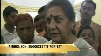 Video : SRK's detention: Ambika suggests tit-for-tat
