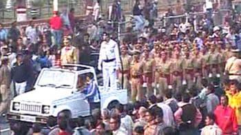 Video : Thousands bid farewell to Jyoti Basu