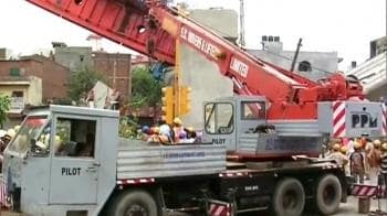 Video : Metro disaster: Rescue workers clearing debris