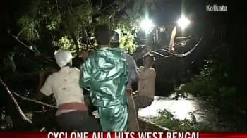 Video : Cyclone Aila: Rescue work on in West Bengal