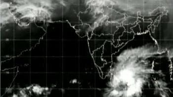 Video : Cyclone alert for Tamil Nadu and Puducherry