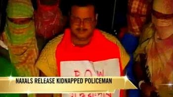 Video : Kidnapped policeman released by Naxals
