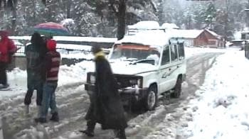 Video : 400 feared trapped in J&K avalanche