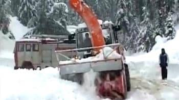 Video : 17 jawans killed in Kashmir avalanche, 400+ rescued