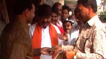 Video : Hunt for funds for BJP's 'austere' conclave