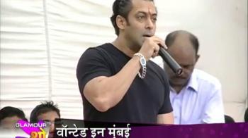 Video : Salman Khan turns to charity