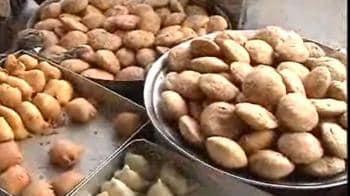 Video : Khaaye Piye Khiske in Khanna Market