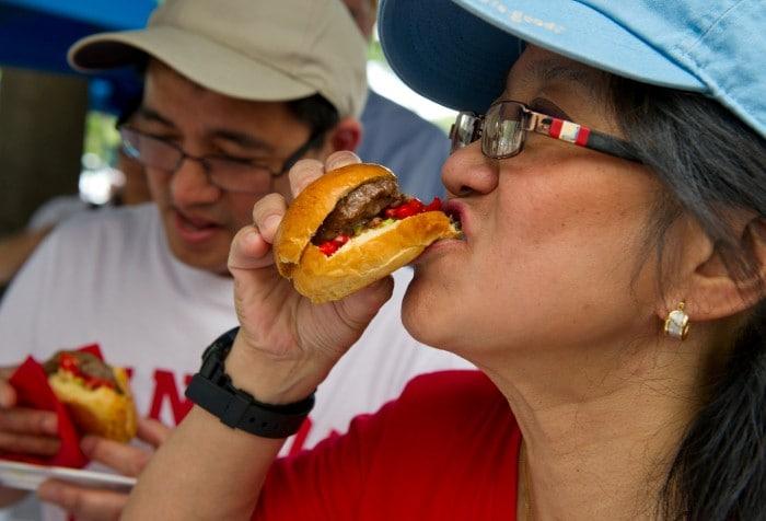टिड्डा बर्गर, कीड़ा फ्लेवर लॉलीपॉप, क्या इन्हें चखना चाहेंगे आप...