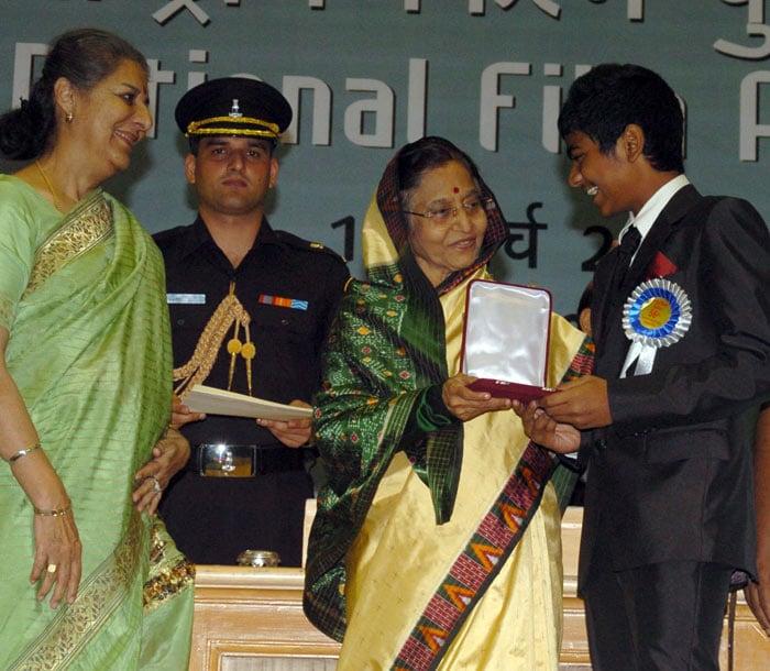 Priyanka, Kangna receive National Awards
