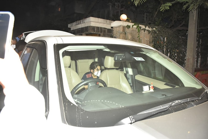 Arjun, Malaika, Amrita, Karisma Say Hello To Kareena Kapoor\'s Baby Son
